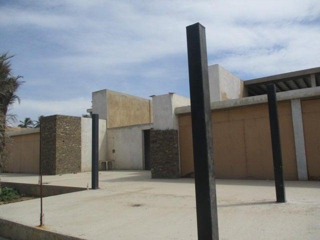 Local Comercial Nueva Esparta>Margarita>Playa El Agua - Venta:3.115.000.000 Bolivares - codigo: 16-7006