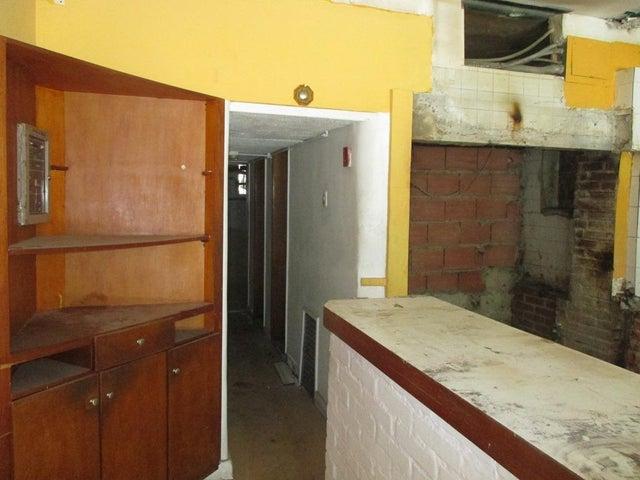 Local Comercial Distrito Metropolitano>Caracas>Altamira - Venta:283.596.000.000 Precio Referencial - codigo: 16-7021
