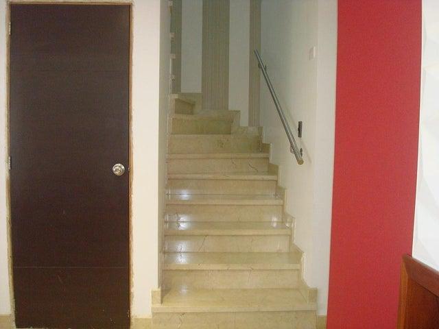Townhouse Zulia>Maracaibo>Avenida Milagro Norte - Venta:47.001.000.000 Bolivares - codigo: 16-7610