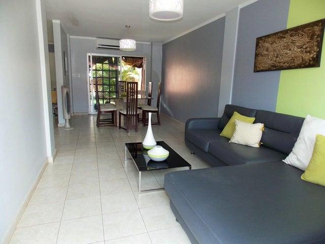 Townhouse Miranda>Guatire>Villa Del Este - Venta:40.686.000.000 Precio Referencial - codigo: 16-7082