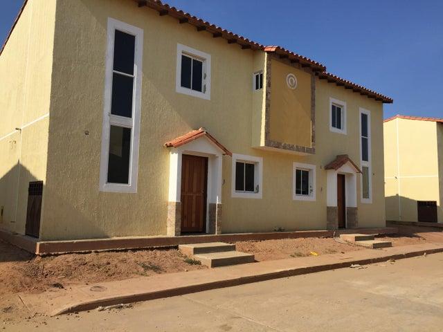 Townhouse Zulia>Ciudad Ojeda>Intercomunal - Venta:276.000.000 Bolivares - codigo: 16-7141