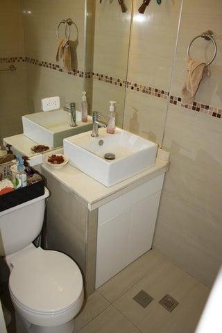 Apartamento Distrito Metropolitano>Caracas>Bosques de la Lagunita - Venta:9.238.000.000 Bolivares Fuertes - codigo: 16-7232