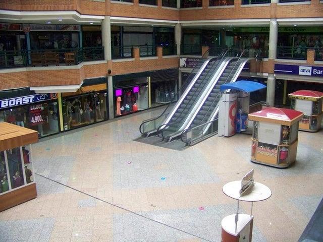 Local Comercial Miranda>Guatire>Buenaventura - Venta:32.302.000.000 Bolivares - codigo: 16-7469