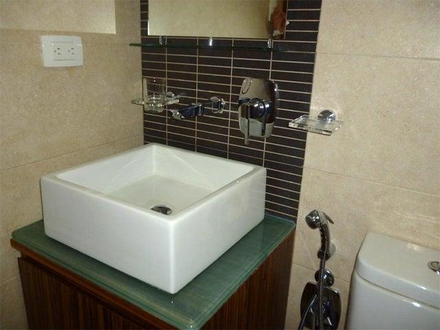 Apartamento Miranda>Higuerote>Agua Sal - Venta:11.316.000.000 Bolivares Fuertes - codigo: 16-7564