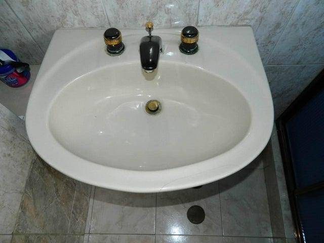 Apartamento Distrito Metropolitano>Caracas>Parroquia La Candelaria - Venta:30.000 US Dollar - codigo: 16-7834