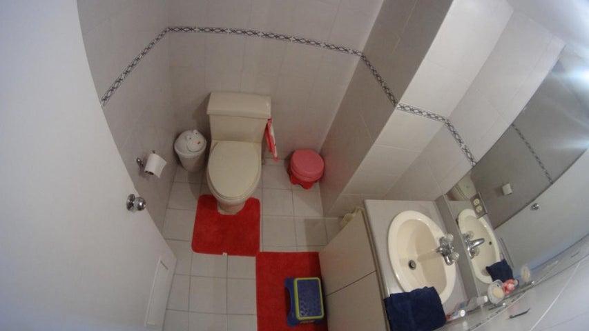 Apartamento Distrito Metropolitano>Caracas>El Rosal - Venta:46.188.000.000 Bolivares Fuertes - codigo: 16-7908