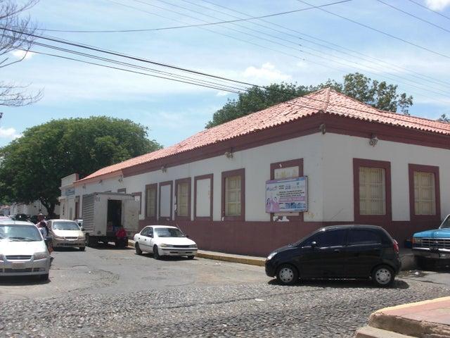 Local Comercial Falcon>Coro>Zona Colonial - Venta:4.730 Precio Referencial - codigo: 16-8008