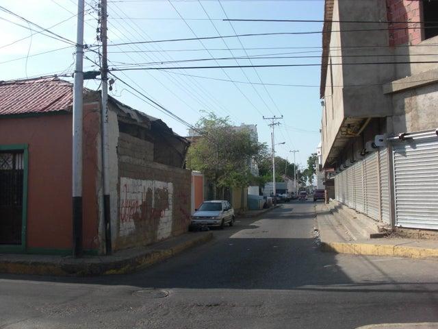 Local Comercial Falcon>Coro>Centro - Venta:1.022.400.000 Bolivares - codigo: 16-8011