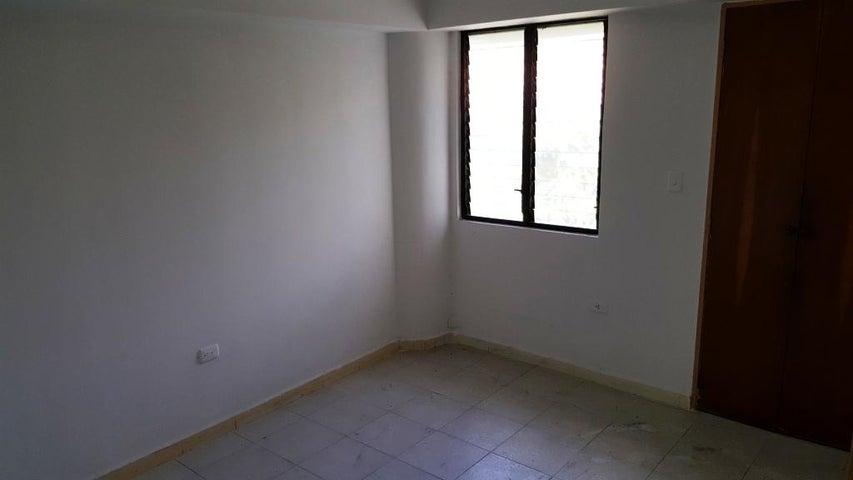 Apartamento Carabobo>Valencia>Valles de Camoruco - Venta:5.000.000.000 Bolivares Fuertes - codigo: 16-8030