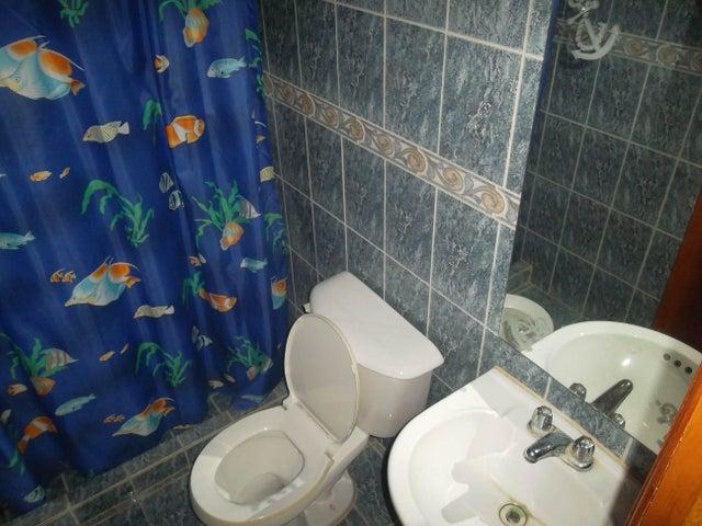 Townhouse Falcon>Chichiriviche>Flamingo - Venta:52.761.000.000 Precio Referencial - codigo: 16-8444