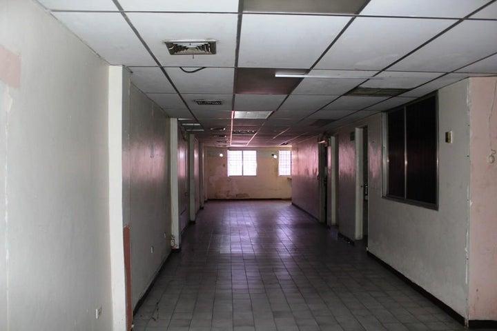 Edificio Vargas>La Guaira>Maiquetia - Venta:33.838.000.000 Bolivares - codigo: 16-8066
