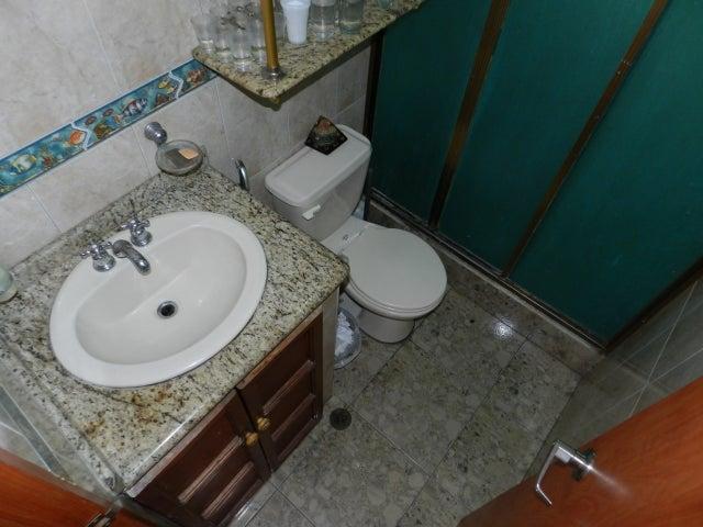 Apartamento Distrito Metropolitano>Caracas>Los Chaguaramos - Venta:12.723.000.000 Bolivares Fuertes - codigo: 16-8099