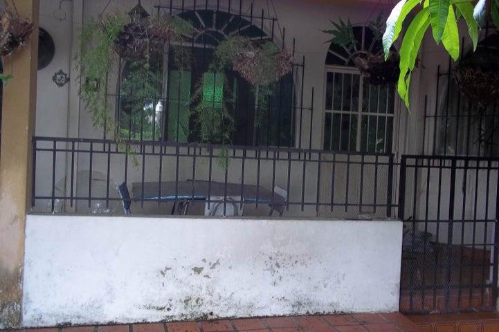 Casa Carabobo>Valencia>Lomas del Este - Venta:24.429.000.000 Precio Referencial - codigo: 16-8470