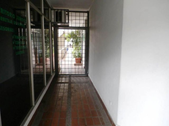 Local Comercial Distrito Metropolitano>Caracas>La Carlota - Venta:36.425.000.000 Bolivares - codigo: 16-8937