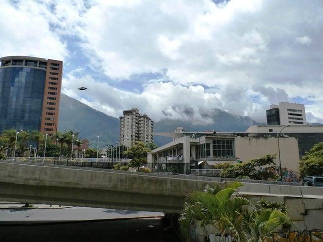 Local Comercial Distrito Metropolitano>Caracas>La Carlota - Venta:132.631.000.000 Precio Referencial - codigo: 16-8937