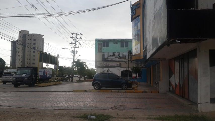 Local Comercial Nueva Esparta>Margarita>Los Robles - Venta:1.270.973.000.000 Precio Referencial - codigo: 16-8280