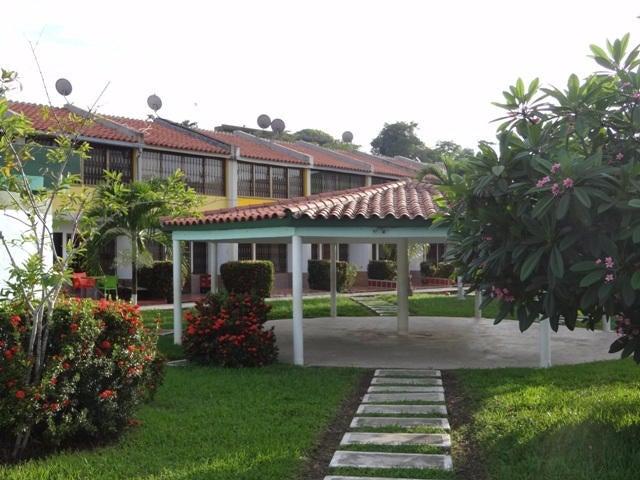 Apartamento Miranda>Higuerote>Higuerote - Venta:5.658.000.000 Bolivares Fuertes - codigo: 16-8319