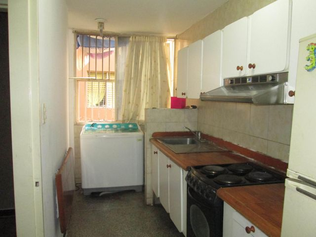Apartamento Distrito Metropolitano>Caracas>Parroquia La Candelaria - Venta:243.000.000 Bolivares Fuertes - codigo: 16-8433