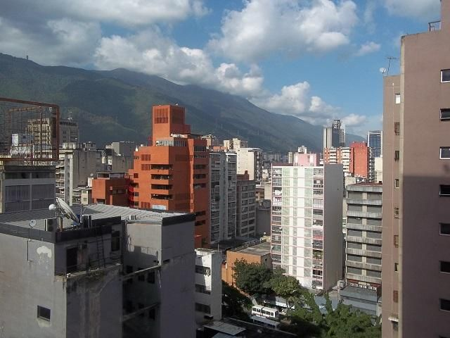 Oficina Distrito Metropolitano>Caracas>Parroquia Catedral - Venta:9.209.000.000 Bolivares - codigo: 16-8590