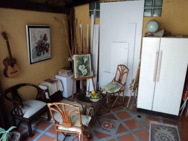 Casa Miranda>Guatire>Country Club Buena Ventura - Venta:30.536.000.000 Precio Referencial - codigo: 16-5661