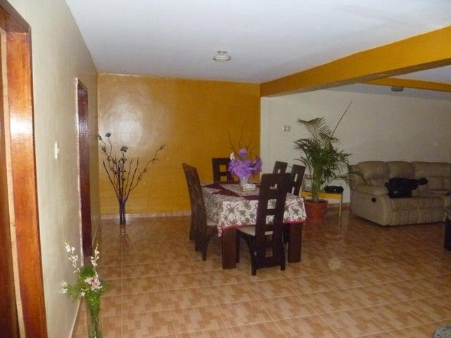 Townhouse Zulia>Maracaibo>Circunvalacion Dos - Venta:4.886.000.000 Precio Referencial - codigo: 16-8678