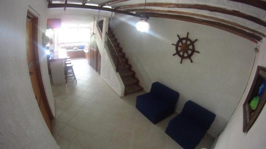 Townhouse Miranda>Higuerote>Via Curiepe - Venta:26.937.000.000 Precio Referencial - codigo: 16-7758