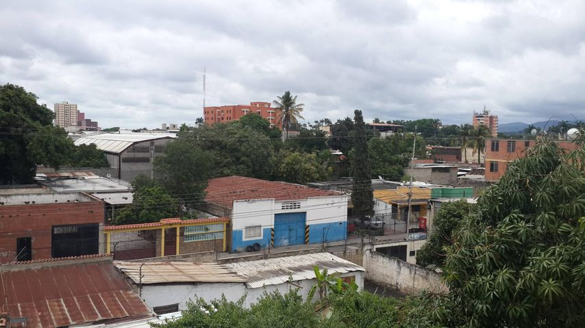 Oficina Lara>Barquisimeto>Parroquia Concepcion - Alquiler:100.000 Bolivares - codigo: 16-8595