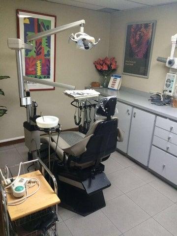 Consultorio Medico  Distrito Metropolitano>Caracas>La Urbina - Venta:19.039.000.000 Precio Referencial - codigo: 16-7398