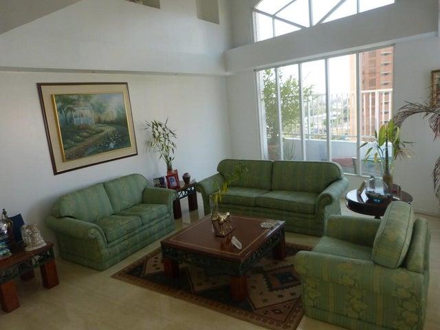 Apartamento Zulia>Maracaibo>La Lago - Venta:35.250.000.000 Bolivares Fuertes - codigo: 16-8746