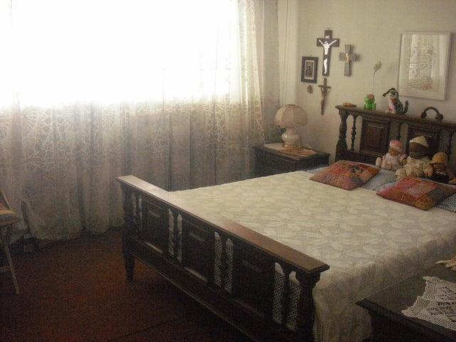 Apartamento Distrito Metropolitano>Caracas>Los Palos Grandes - Venta:45.264.000.000 Bolivares Fuertes - codigo: 16-8844