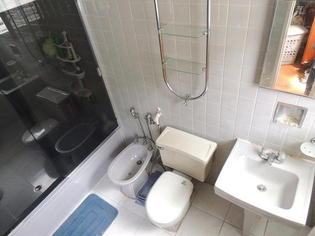 Apartamento Distrito Metropolitano>Caracas>Sebucan - Venta:32.710.000.000 Bolivares Fuertes - codigo: 16-9245