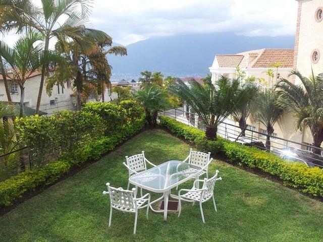 Casa Distrito Metropolitano>Caracas>Los Naranjos del Cafetal - Venta:473.984.000.000 Precio Referencial - codigo: 16-8887