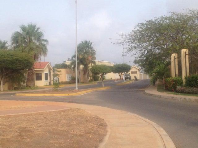 Townhouse Zulia>Maracaibo>Avenida Milagro Norte - Venta:17.455.000.000 Bolivares - codigo: 16-6951