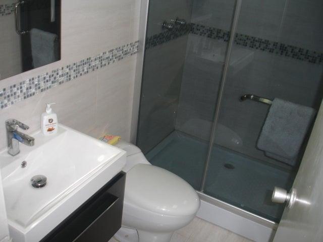 Apartamento Distrito Metropolitano>Caracas>Montalban II - Venta:11.316.000.000 Bolivares Fuertes - codigo: 16-8980