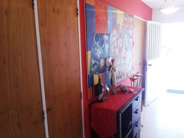 Apartamento Distrito Metropolitano>Caracas>El Cigarral - Venta:71.060.000.000 Bolivares Fuertes - codigo: 16-9056