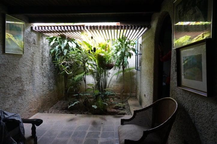 Casa Distrito Metropolitano>Caracas>Santa Sofia - Venta:179.577.000.000 Precio Referencial - codigo: 16-9059