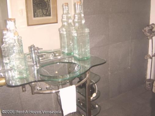 Casa Distrito Metropolitano>Caracas>La Lagunita Country Club - Venta:262.612.000.000 Precio Referencial - codigo: 16-9067