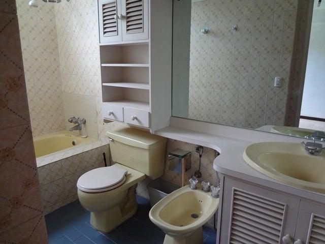 Apartamento Distrito Metropolitano>Caracas>Las Esmeraldas - Venta:32.307.000.000 Bolivares Fuertes - codigo: 16-9068