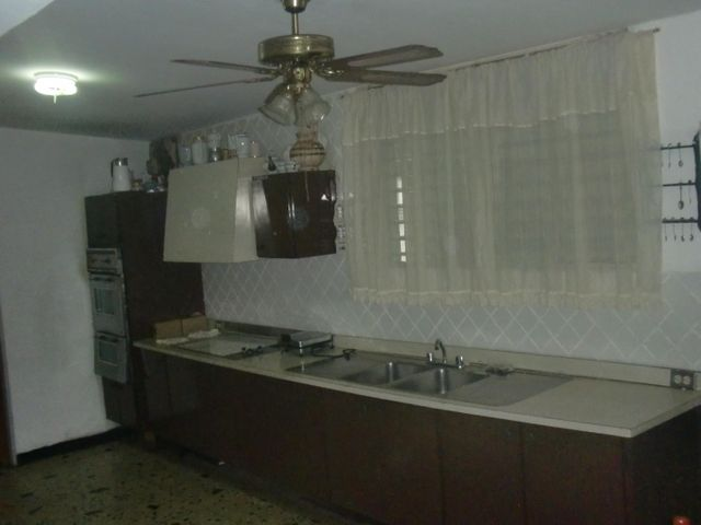 Casa Zulia>Maracaibo>Paraiso - Venta:152.681.000.000 Precio Referencial - codigo: 16-9102