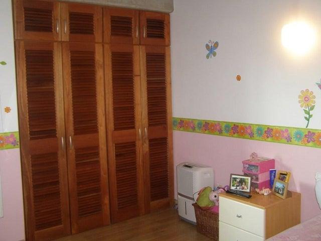 Apartamento Distrito Metropolitano>Caracas>Santa Ines - Venta:76.376.000.000 Bolivares Fuertes - codigo: 16-9502