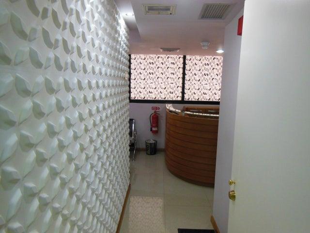 Consultorio Medico  Distrito Metropolitano>Caracas>San Bernardino - Venta:256.395.000.000 Precio Referencial - codigo: 16-9524