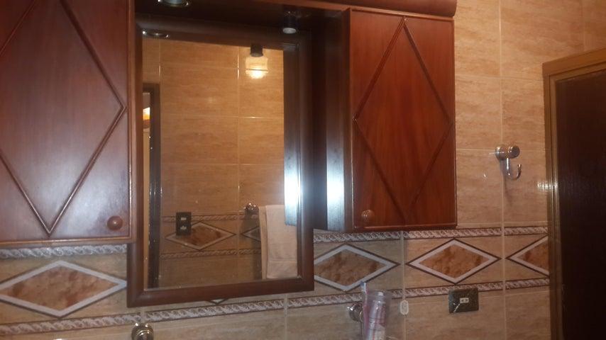 Apartamento Distrito Metropolitano>Caracas>Macaracuay - Venta:450.000.000 Bolivares Fuertes - codigo: 16-9630