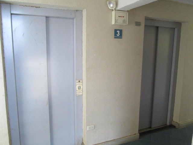 Apartamento Distrito Metropolitano>Caracas>El Encantado - Venta:14.307.000.000 Bolivares Fuertes - codigo: 16-9962