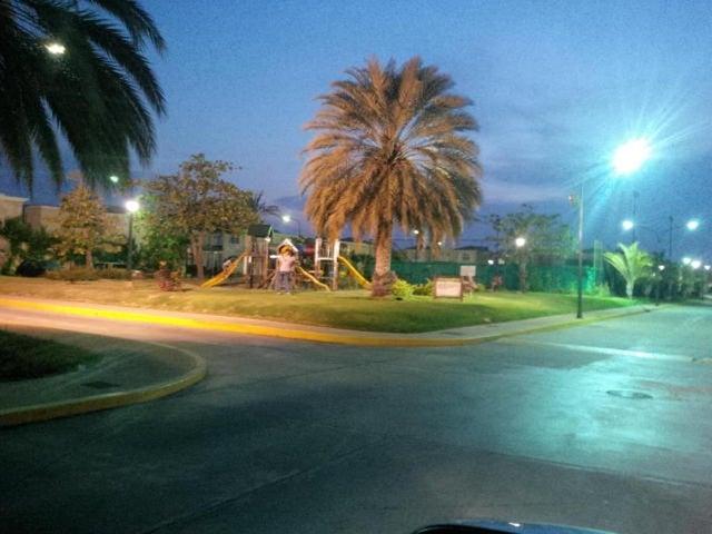Townhouse Zulia>Maracaibo>Fuerzas Armadas - Venta:109.029.000.000 Precio Referencial - codigo: 15-8473