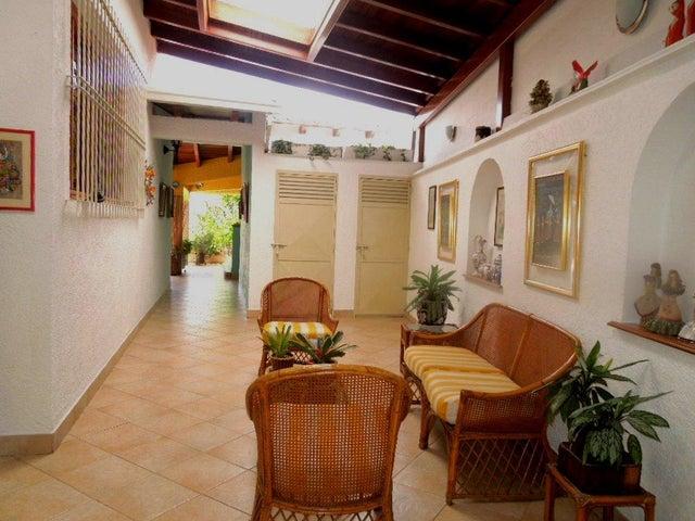 Casa Distrito Metropolitano>Caracas>Colinas de Santa Monica - Venta:450.000 Precio Referencial - codigo: 16-9767