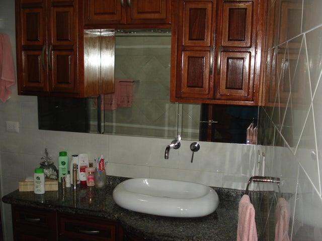 Apartamento Distrito Metropolitano>Caracas>Montalban II - Venta:41.441.000.000 Bolivares Fuertes - codigo: 16-9770