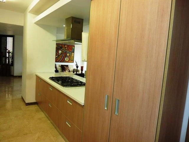 Apartamento Distrito Metropolitano>Caracas>Colinas de Valle Arriba - Venta:372.729.000.000 Precio Referencial - codigo: 16-9812