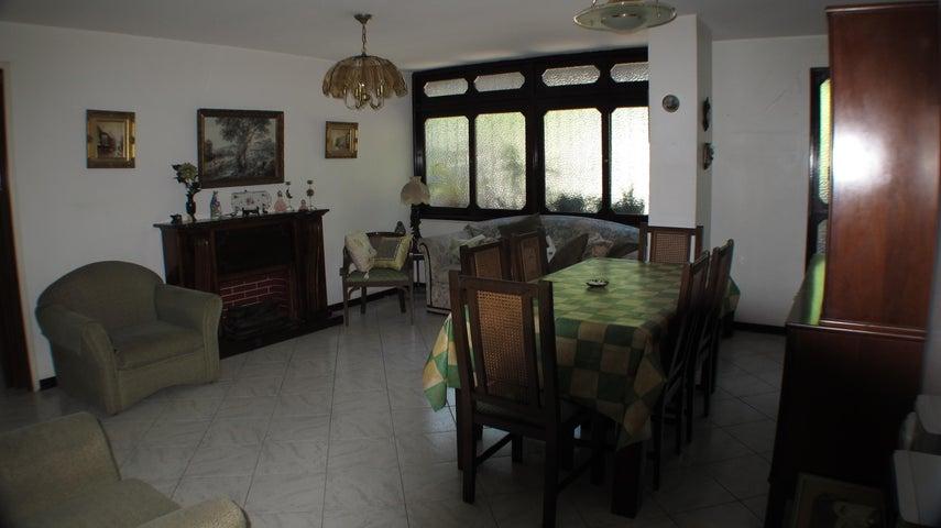 Apartamento Distrito Metropolitano>Caracas>Santa Sofia - Venta:20.369.000.000 Bolivares Fuertes - codigo: 16-9845