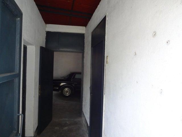 Casa Distrito Metropolitano>Caracas>Guaicaipuro - Venta:33.948.000.000 Bolivares - codigo: 16-11098