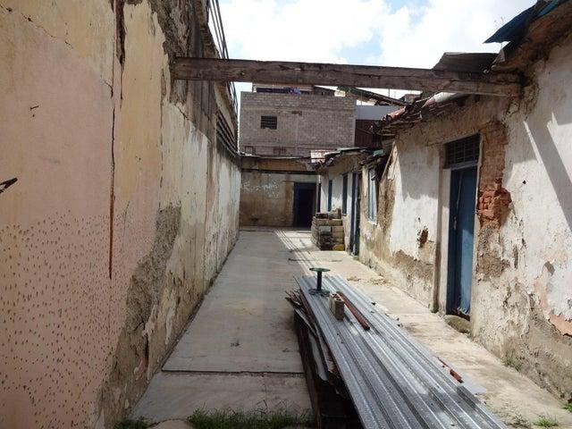 Casa Distrito Metropolitano>Caracas>Guaicaipuro - Venta:149.972.000.000 Bolivares - codigo: 16-11645